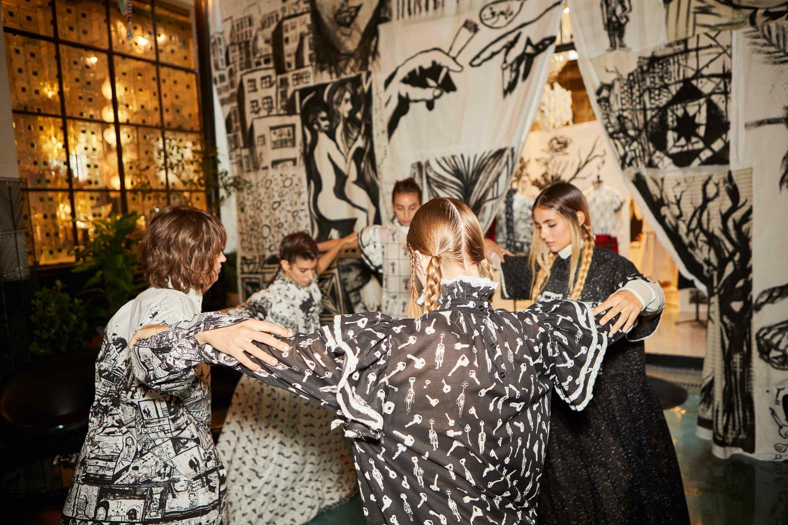 Melampo resilience collection at 10 Corso Como - installation - dancer - photo 2