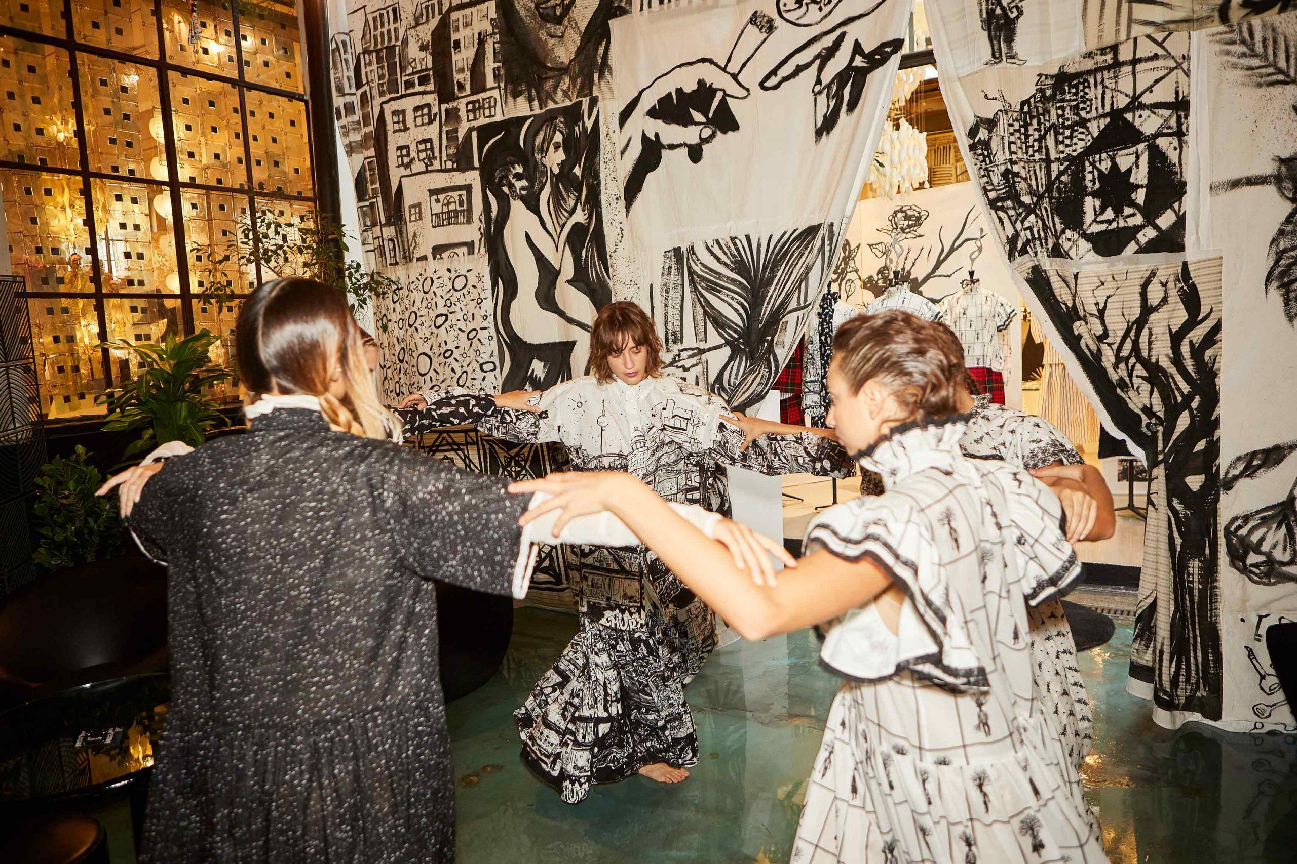 Melampo resilience collection at 10 Corso Como - installation - dancer - photo 5