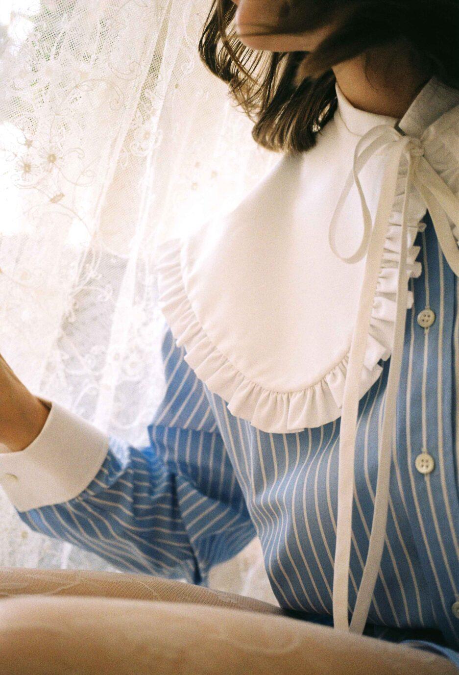 melampo-penny-collar-whit-ruffle-white-detail